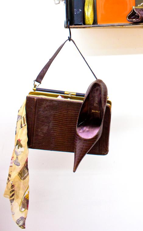 croc-purse-and-pumps